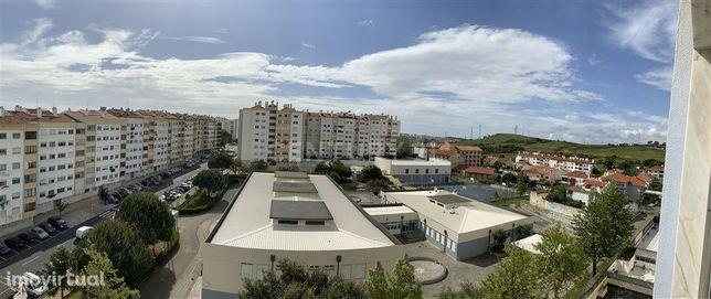 T3 a 200 mt da estação de Massamá, com excelente vista em prédio com e