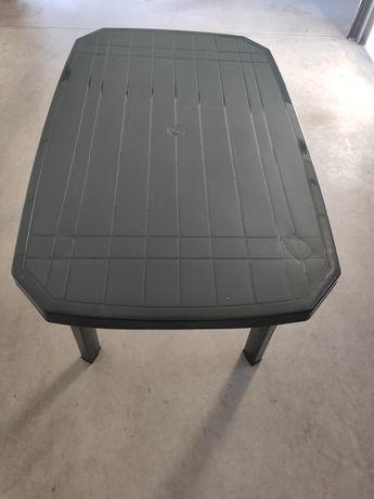 Mesa em plástico verde + 6 Cadeiras Novas