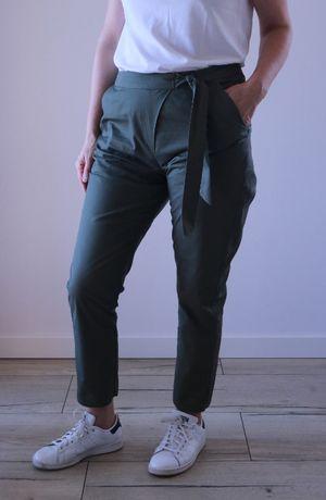Spodnie damskie z ozdobnym wiązaniem w pasie (zielone)