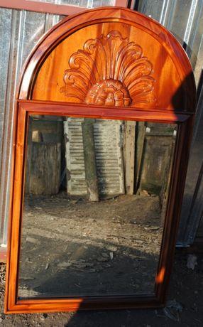 Stare lustro w pięknej ramie
