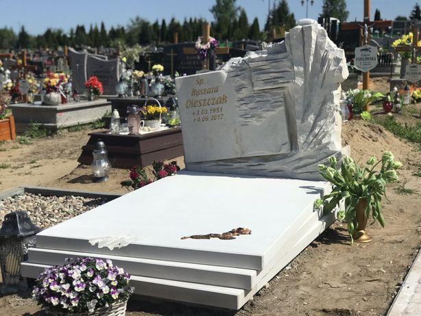 Nagrobek z piaskowca pomnik nagrobek z książką