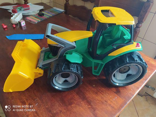 Traktor   duży  Lena