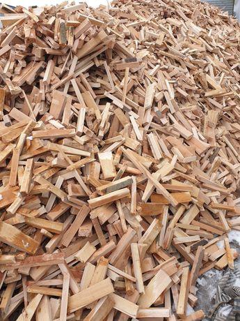 Drewno bukowe suche, gotowa do palenia.