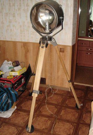 Прожектор стилизованный под лофт - торшер