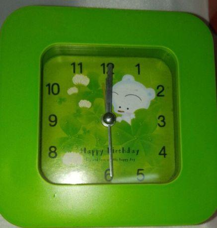 Настольные часы с будильником.