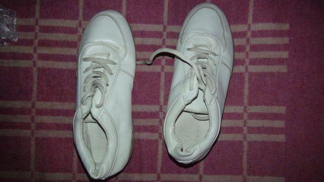 Кроссовки со светящейся подошвой, примерно 36 размер- 37