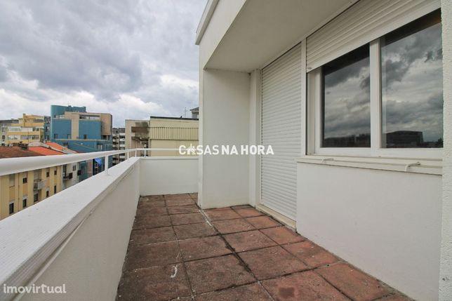 T3+1 junto à Av. da Boavista - último piso!
