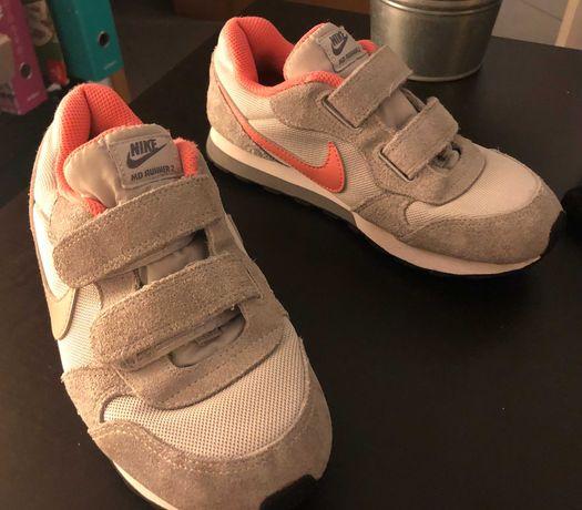 Ténis Nike, tamanho 33. Portes grátis!