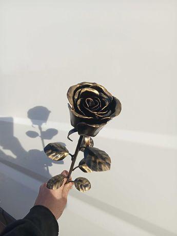 Металеві троянди