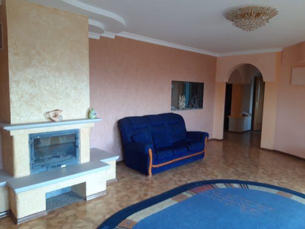 Продам 4 кімнатну квартиру в центрі з виглядом на міське озеро
