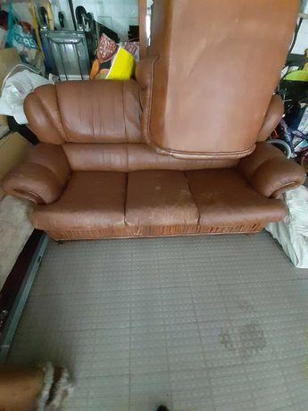 Vendo sofá cama e um single