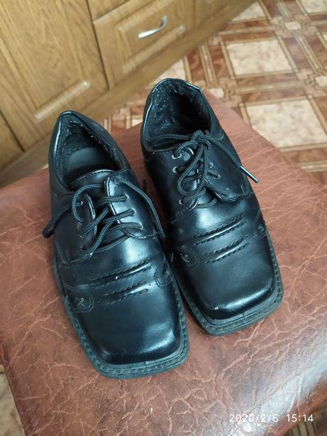 Продам туфли на мальчика 29 размер цена 100 грн.