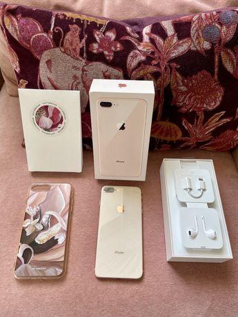 IPhone 8 Plus состояние идеал + коробка, наушники и дизайнерский кейс