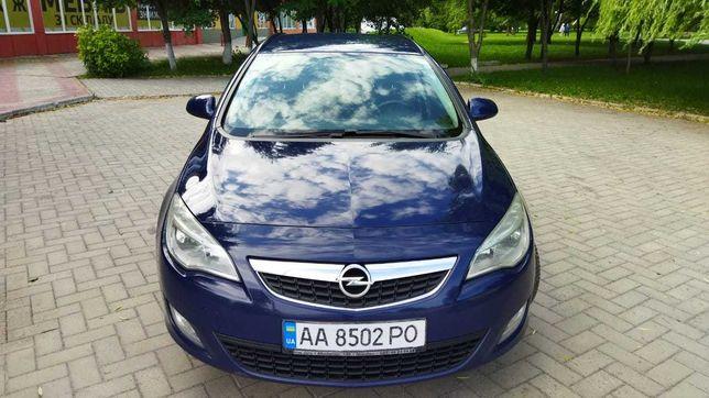 Продам Opel Astra  J sports tourer 2010