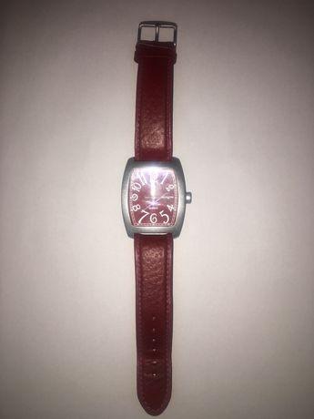 часы на батарейке (привёз с Италии)
