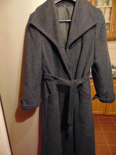 płaszcz zimowy , modny z paskiem