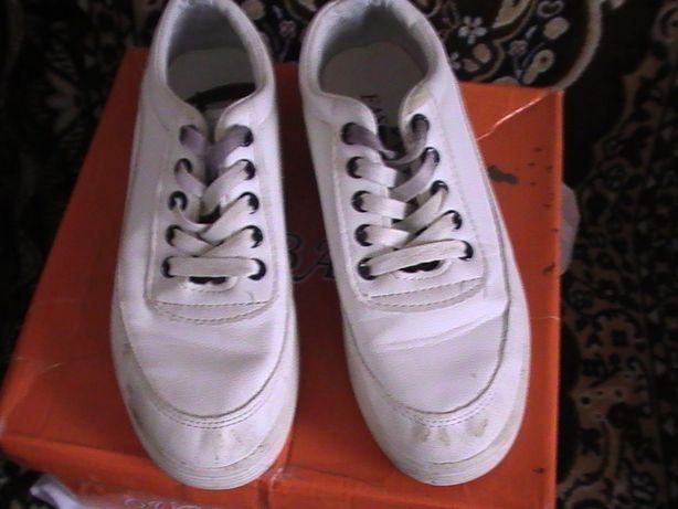 Кроссовки на девочку, белого цвета