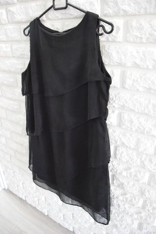 Czarna delikatna sukienka z falbanami