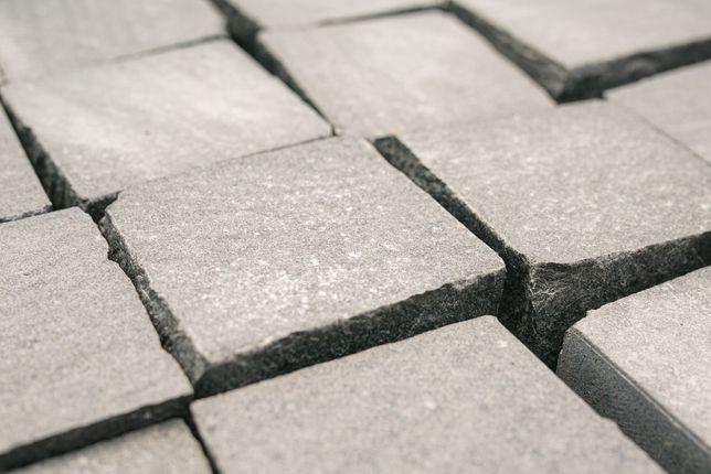 kostka granitowa szwed szara i czarna cięto-łupana 10x10