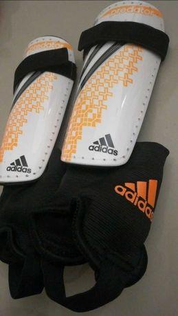 Ochraniacze Adidas Predator, rozmiar S