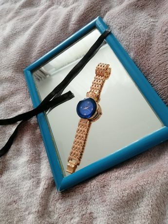 Годинник з золотою фурнітурою