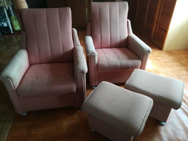 Fotele zotwieranym siedziskiem