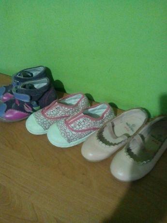 Віддаю взуття 25р