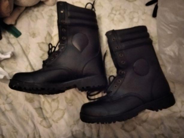 sprzedam buty trapery/oficerki