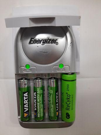 Ładowarka do 4 akumulatorków AA, AAA Energizer