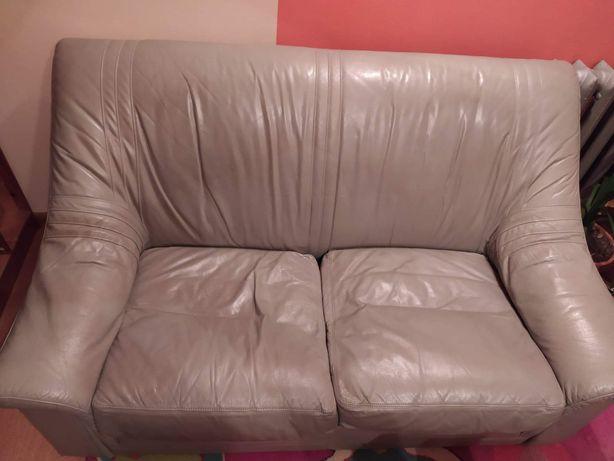 Sofa do salonu. Widoczna na zdjęciu