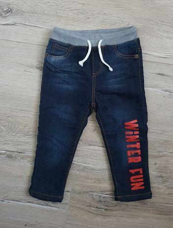 Zimowe jeansy ocieplane 92 nowe