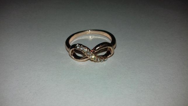 Biżuteria rózna