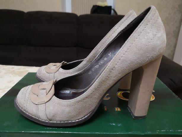 Туфли замшевые бежевые 38 размер 24 см