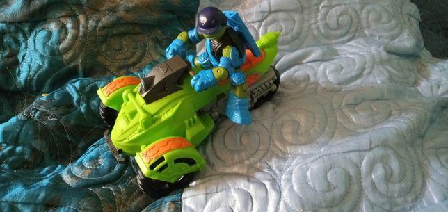Zółw ninja Leonardo na motorze