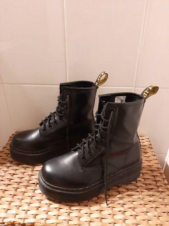 Botas plataforma / combat boots pretas estilo Dr. Martens tam. 36
