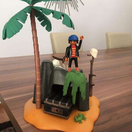 Brinquedo Playmobil: Ilha Pirata c/ Boneco + Acessórios