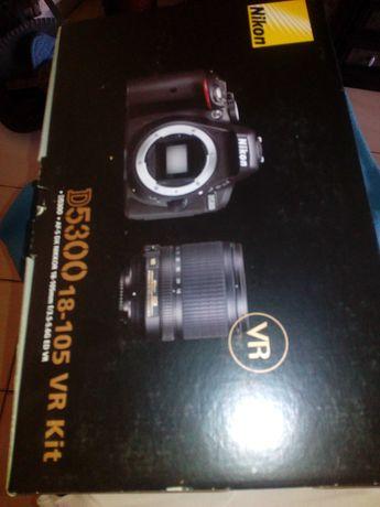 Máquina Fotográfica Digital NIKON 5300 D