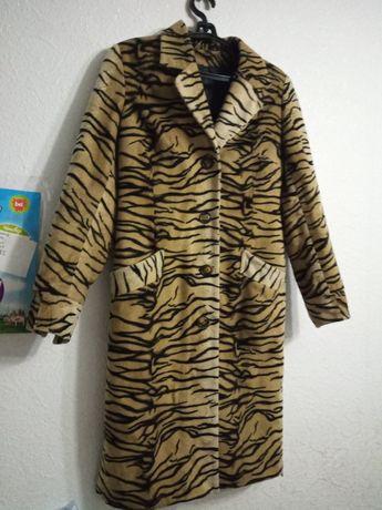 Пальто модный принт