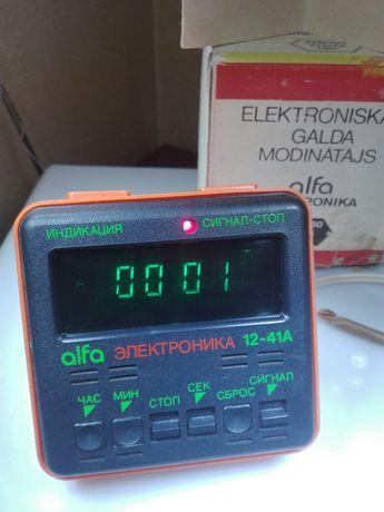 Часы Электроника Алфа Рига 1990г.