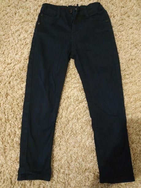 Продам новые джинсы на мальчика 120-125 см