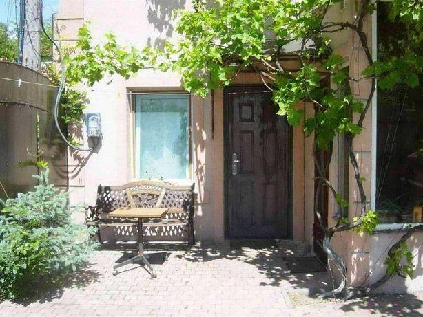 Комната-студия с отдельным входом в частном доме в Киевском р-не
