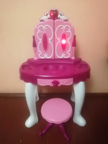 Дитячий туалетний столик