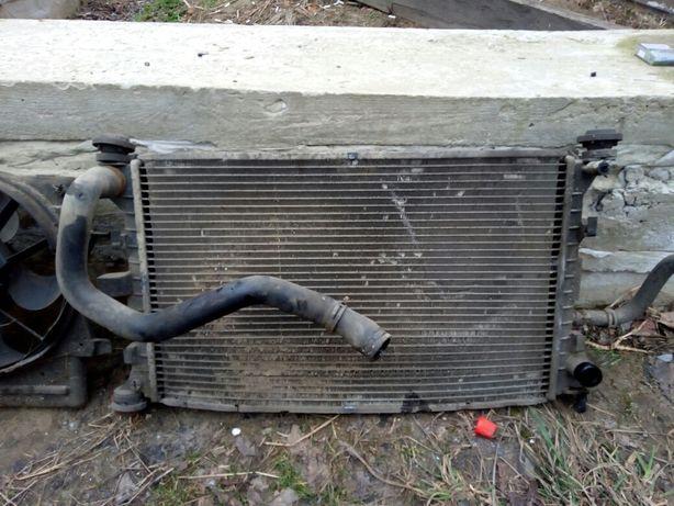 Радиатор охлаждения, помпа, корпус термостата Ford Focus мк-1, 1.8