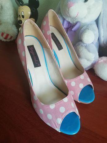 Туфлі, туфельки.
