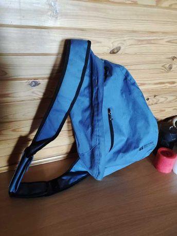 Рюкзак с одной лямкой.