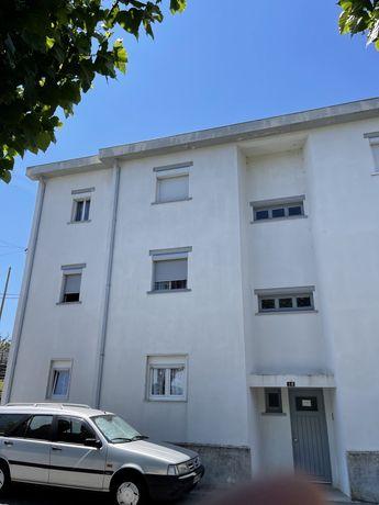 apartamento T3 na covilhá a 500 metros das universidades .