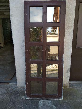 Okno drewniane stałe o powierzchni ekspozycyjnej 60,5 cm x 184,5 cm
