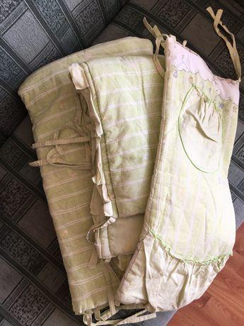 Бортики і подушка в дитячу кроватку