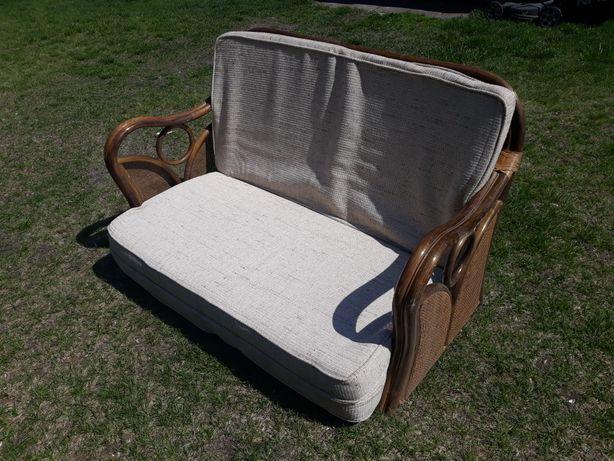 Ratanowa sofa z możliwością spania
