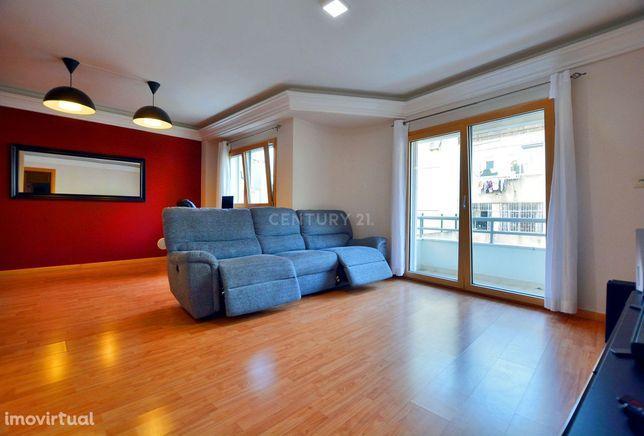 Espaçoso apartamento T1 - varanda, garagem e arrecadação